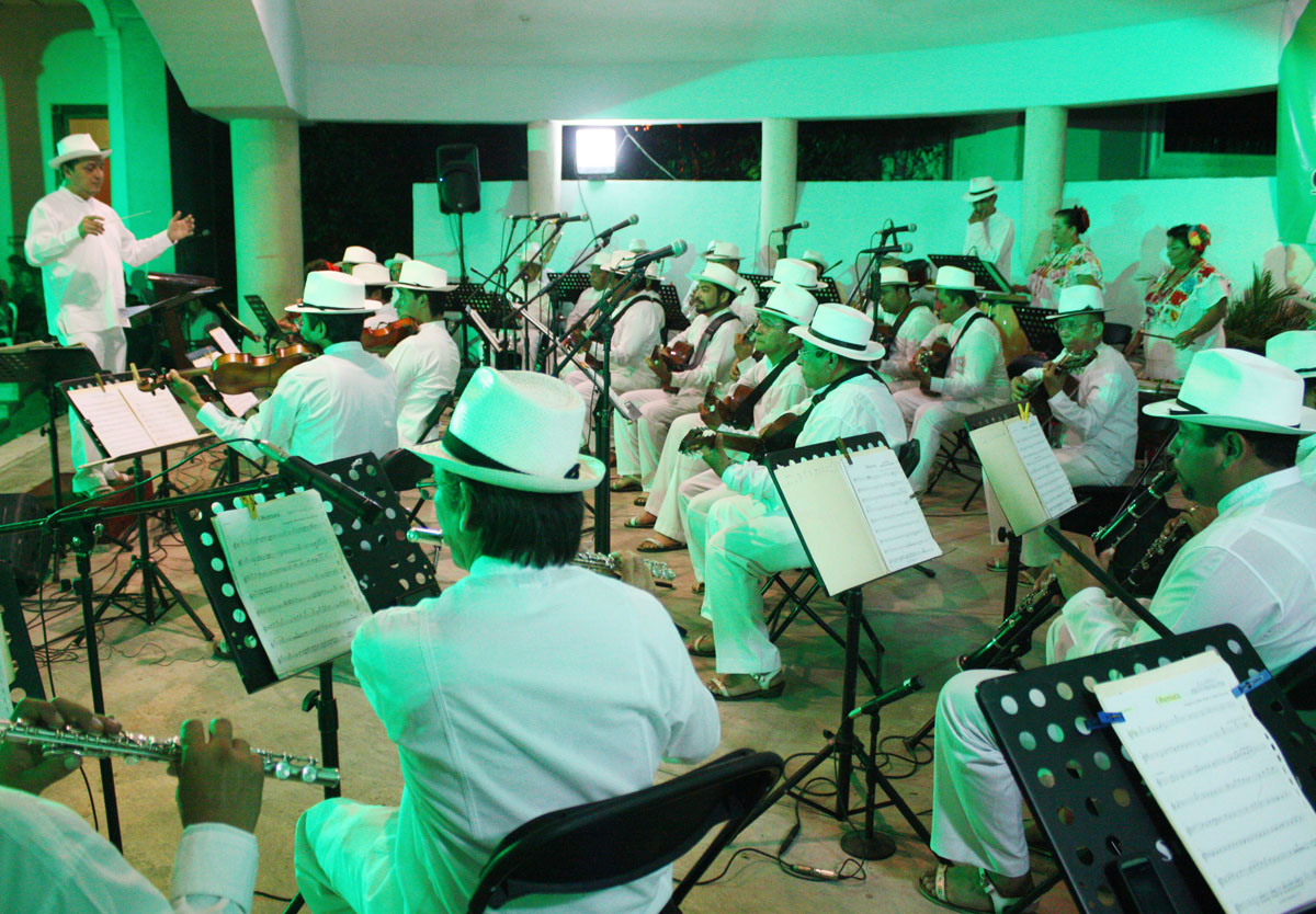 02-Orquesta-Tipica-Yukalpeten.jpg