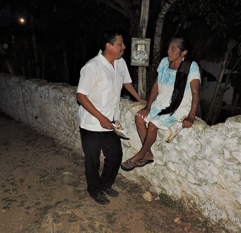 Ciudadanos-de-Xoy-hablan-con-el-candidato-del-PRD-de-Peto.jpg