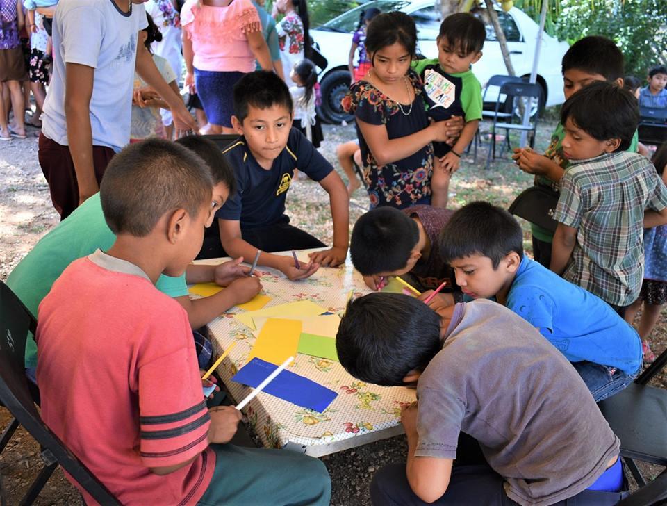 Momentos-en-que-los-niños-escriben-sus-mensajes.jpg