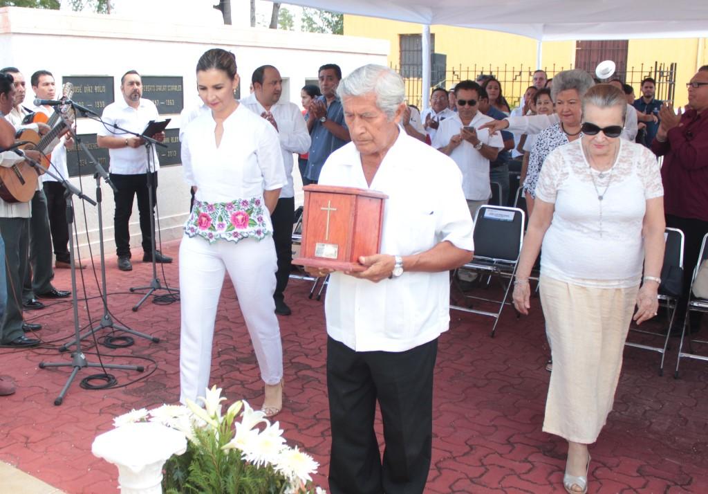 Erica-Millet-Rodolfo-Magaña-y-Elena-Fernandez.jpg