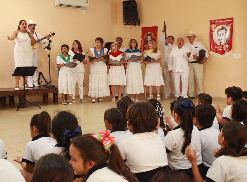 Estudiantes de primaria conocen herencia artística de Guty Cárdenas