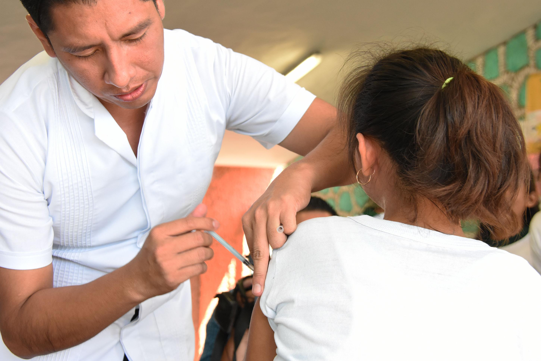 Más-de-550000-vacunas-contra-la-Influenza-estacional-comienzan-ya-a-aplicarse-a-partir-del-día-de-hoy-en-una-campaña-intensiva-a-cargo-de-la-SSY-que-llegará-a-todo-el-estado-para-proteger-.jpg