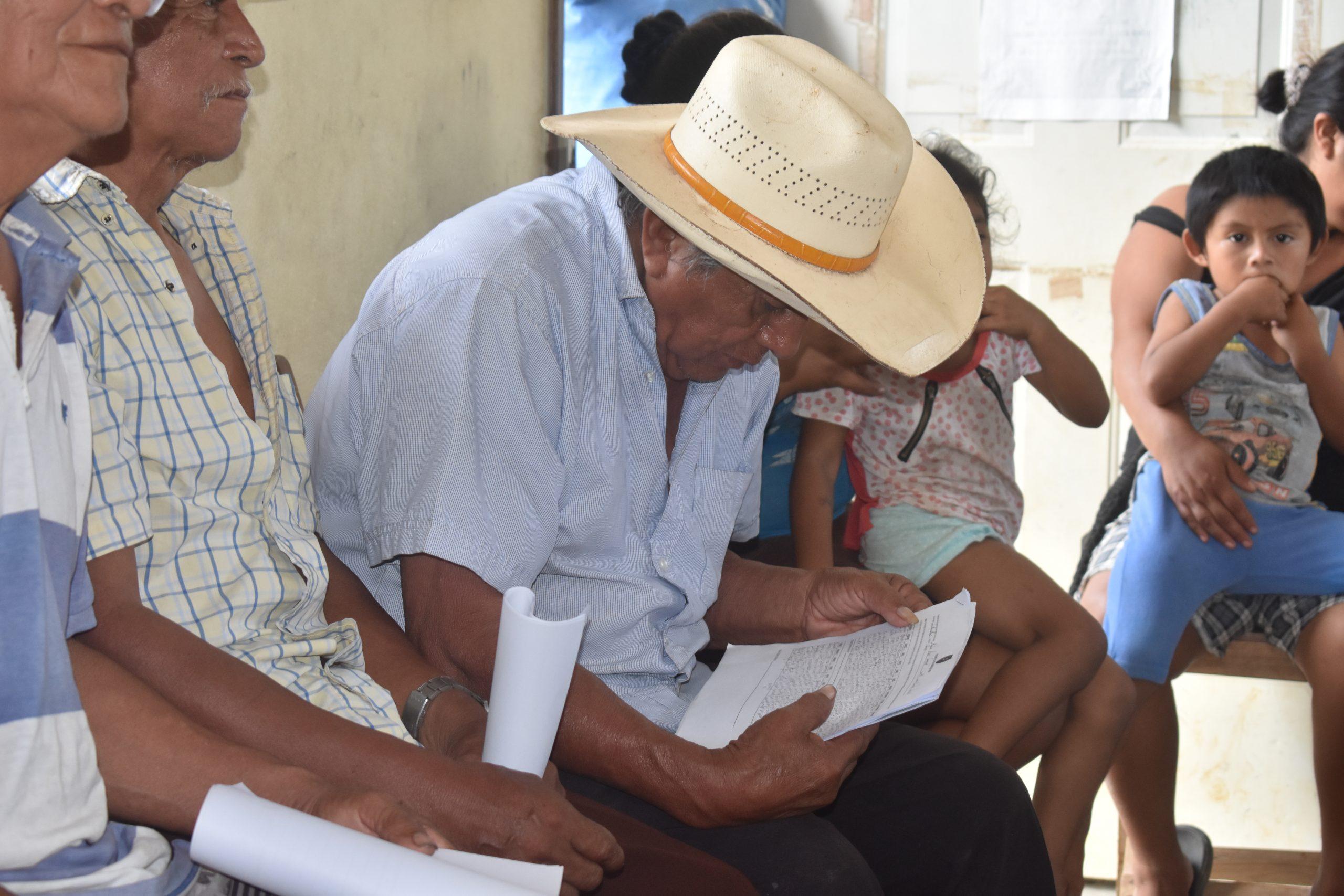 Abuelos-de-comunidades-mayas-realizan-sus-registros-scaled.jpg