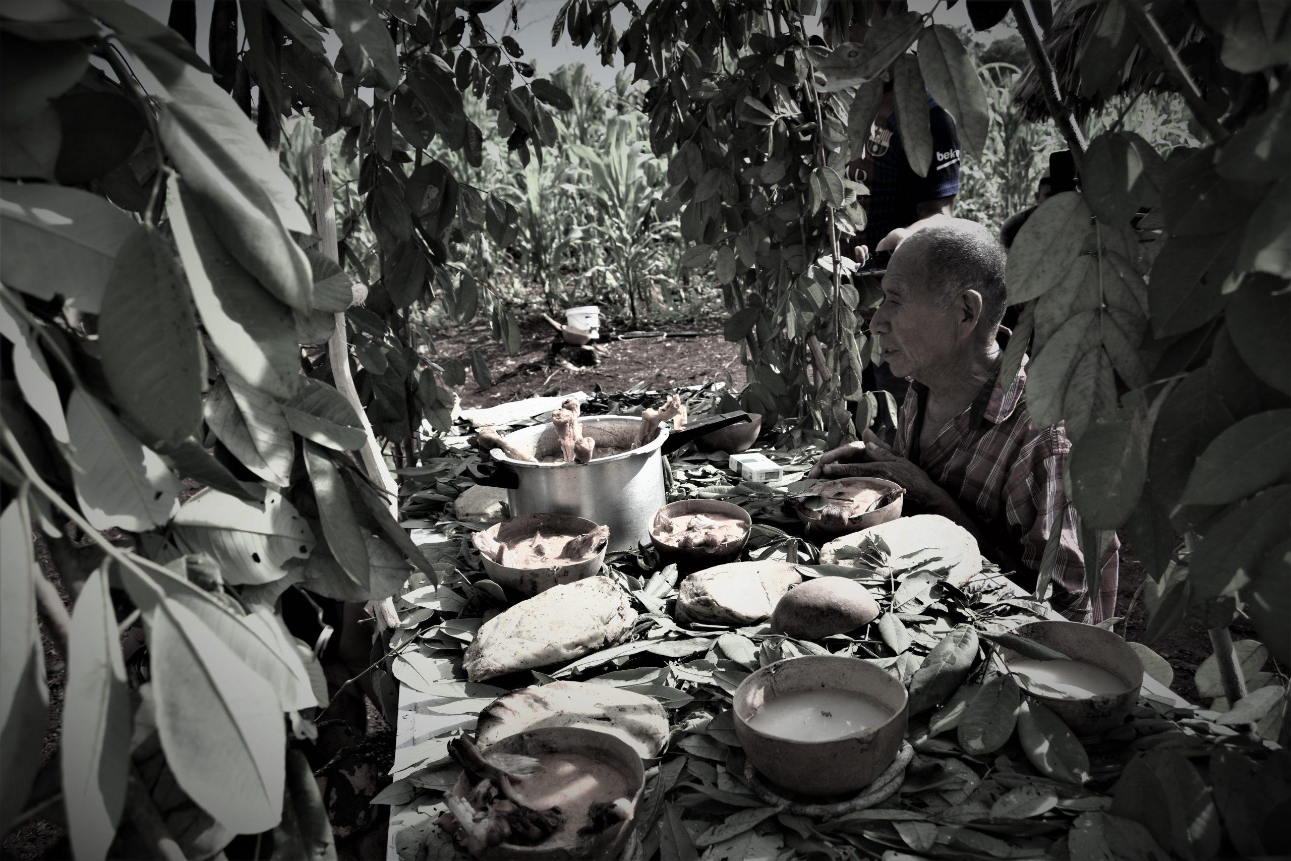 Cuando-el-jmen-suplica-y-entrega-los-panes-sagrados-en-la-ceremonia-scaled.jpg